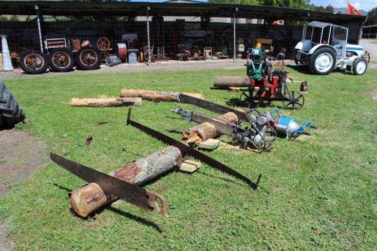 Display of saws